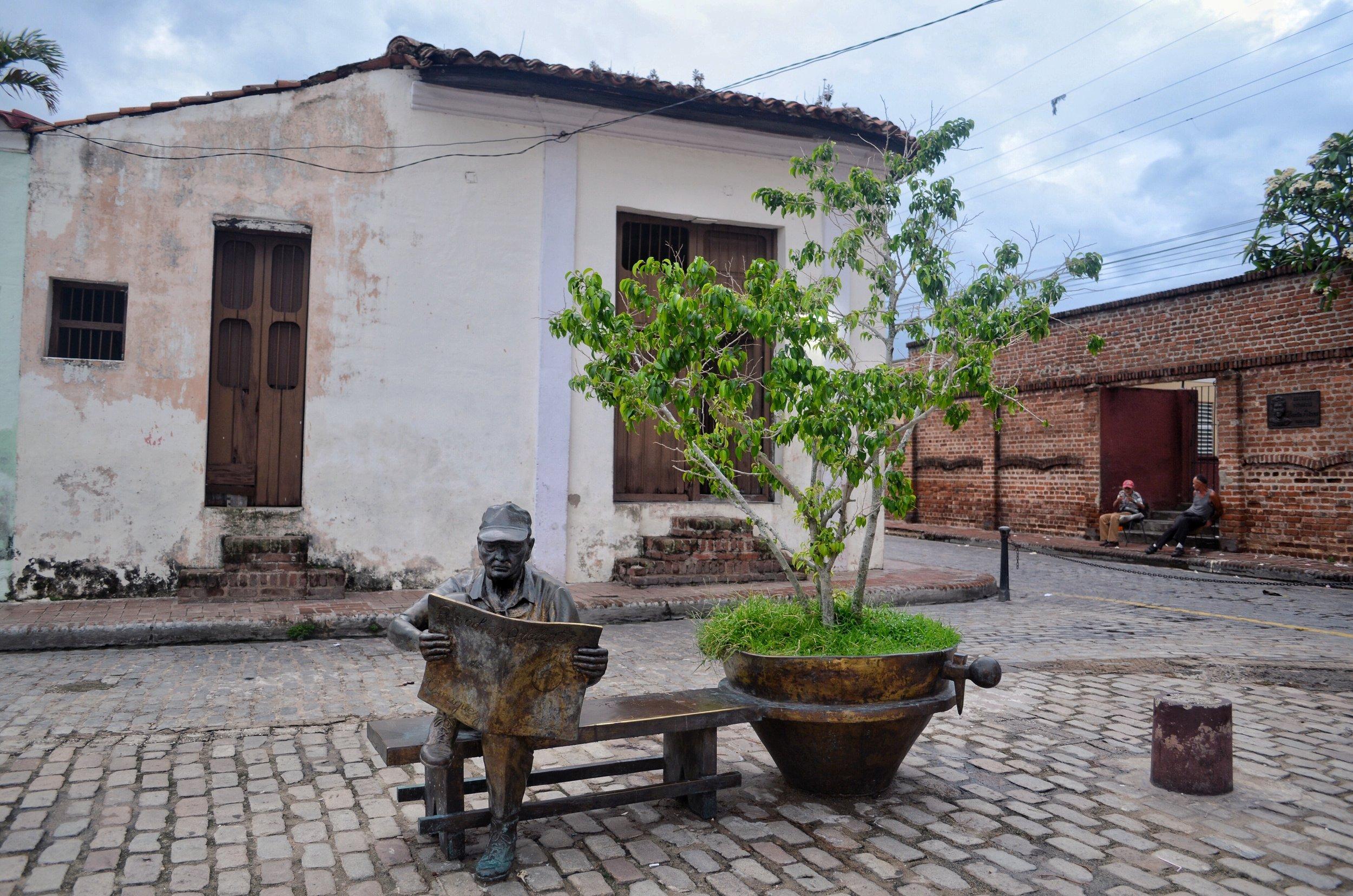 Martha Jiménez Pérez' statues at Plaza del Carmen, Camaguey, Cuba