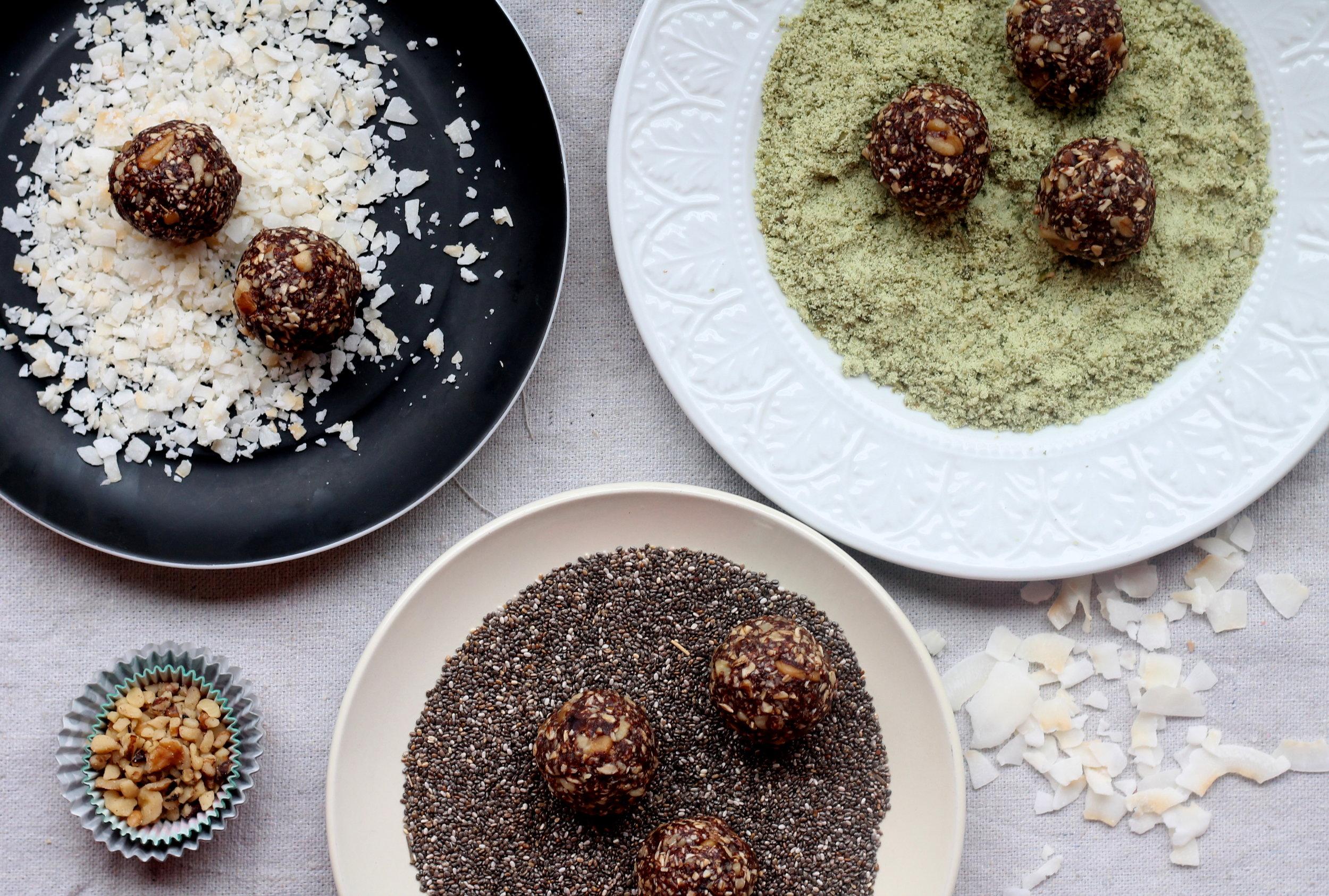 carob and walnut energy balls1