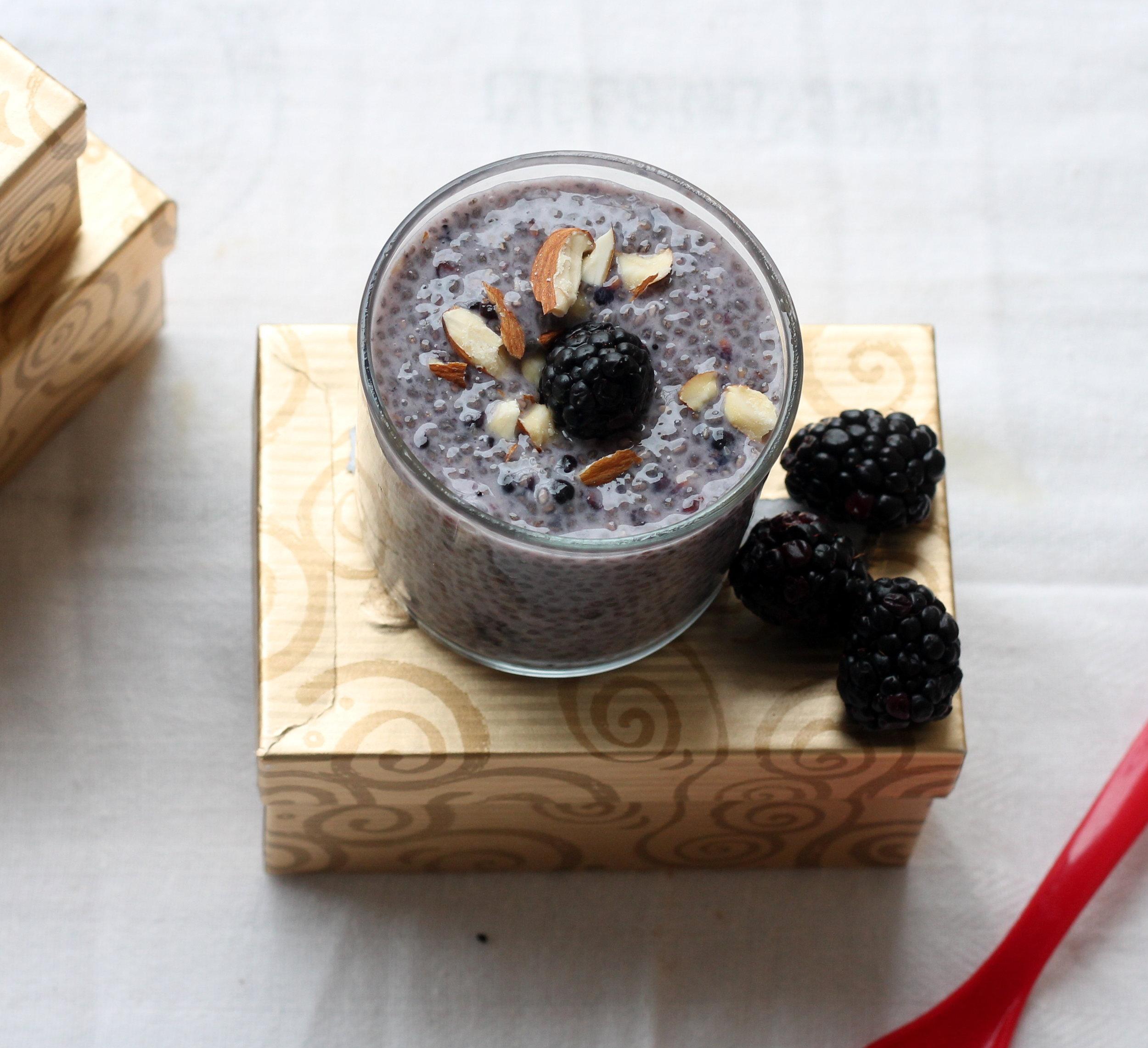 blackberry almond chia puddin