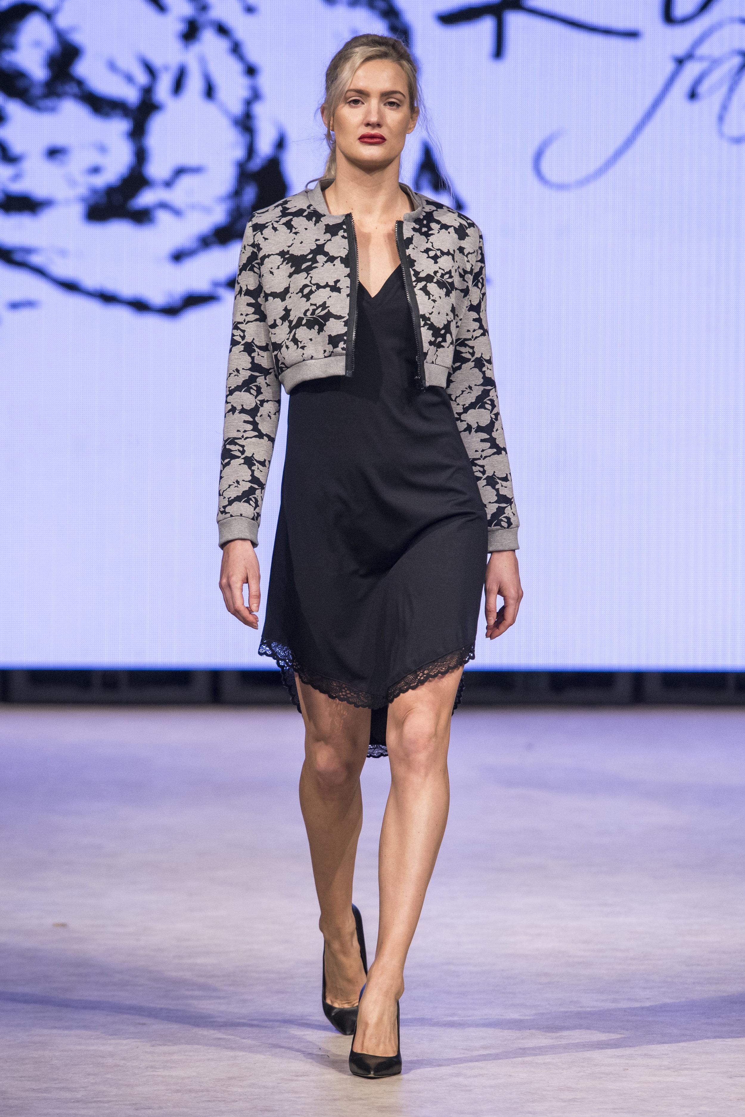 Rowes Fashion RF19 0294.jpg