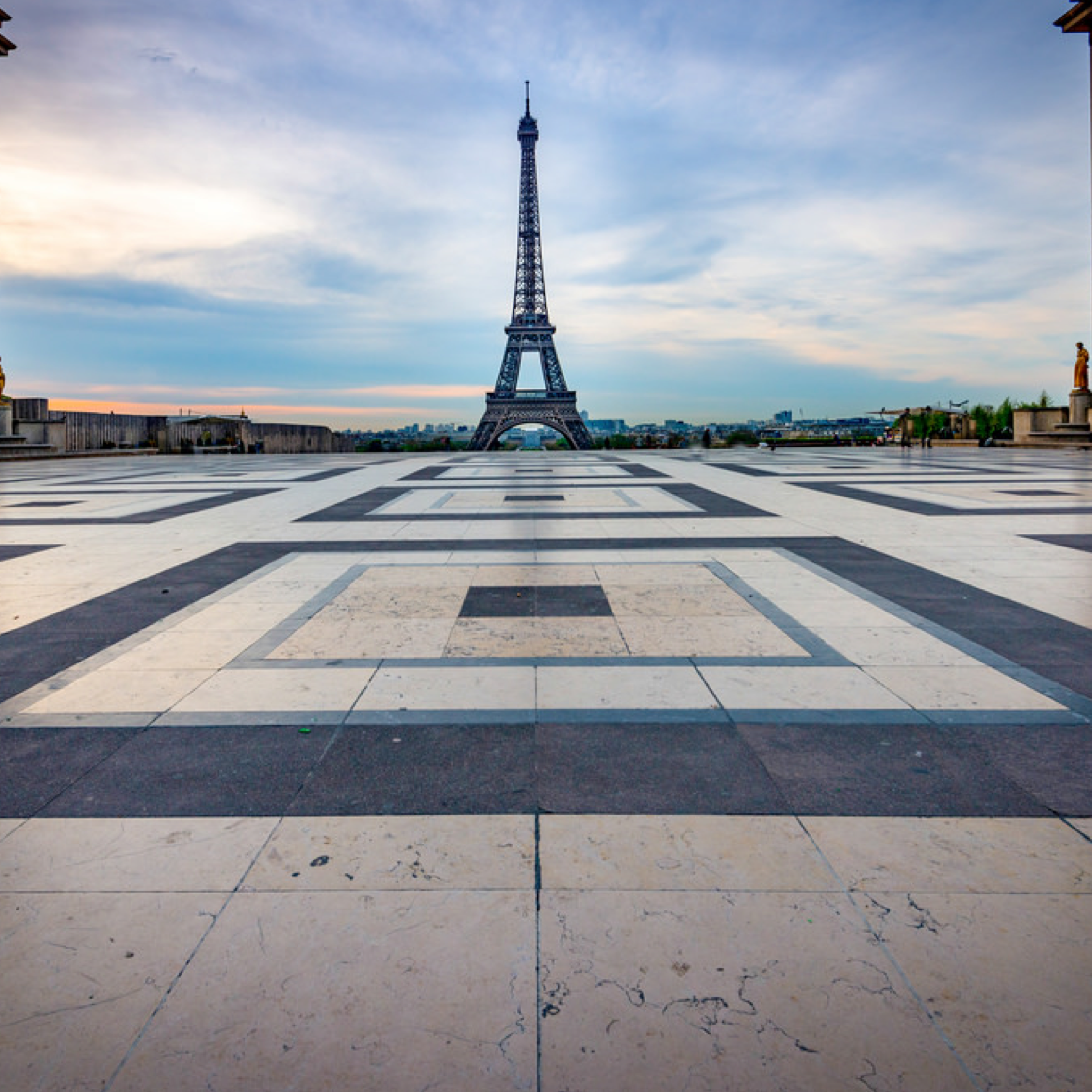 Visit the Eiffel Tower Free Guided Tour