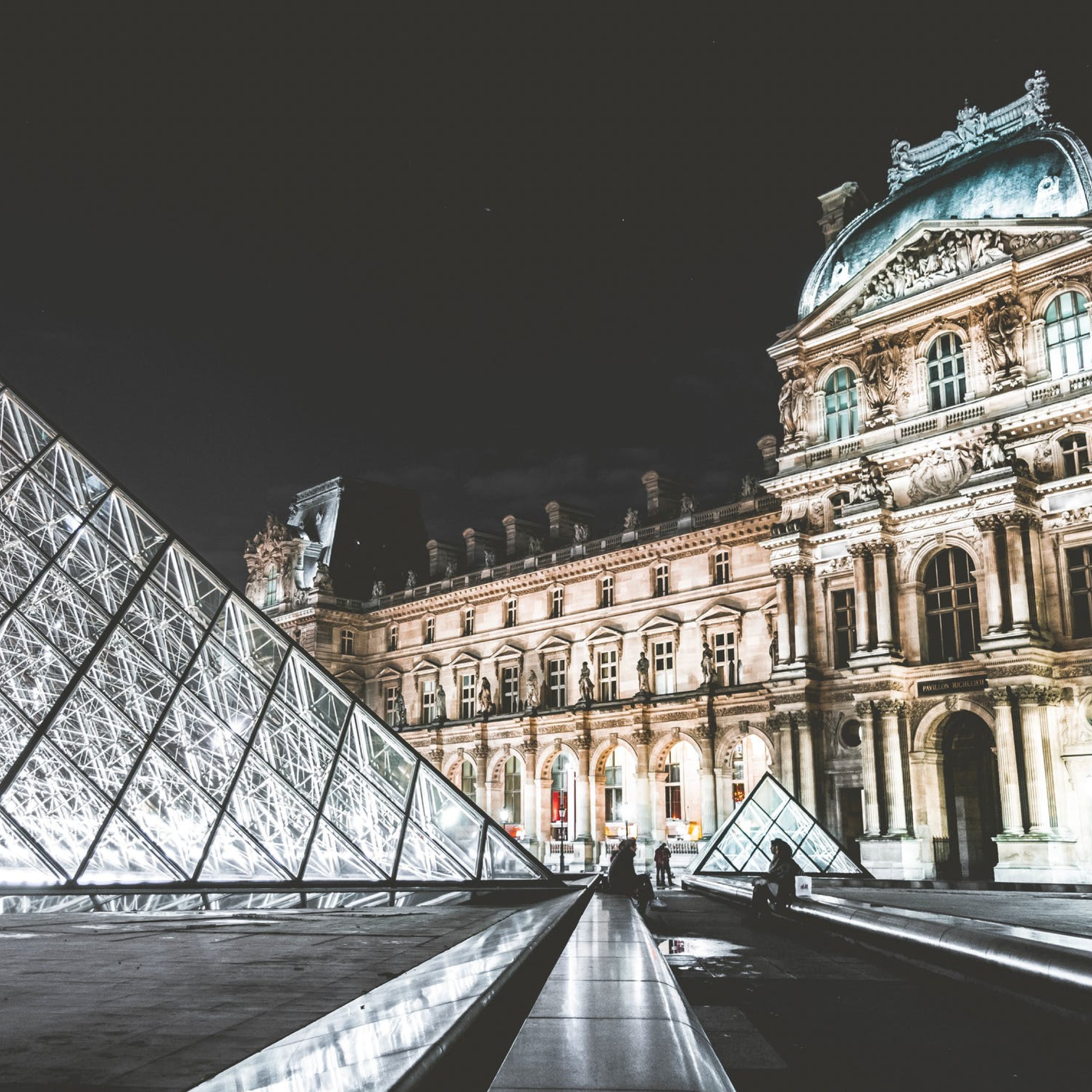 louvre & tuileries - In this tour we not only discover the magnificent Louvre Palace and Tuileries gardens, but we also learn about the history of the French monarchy, the events that led to their downfall, and the rise of that most famous Frenchman of all: Emperor Napoleon! Join Bernard and Katharine for this fantastic overview of 15th-19th century France!Duration: 40 minutesDistance: 2 kmOpening hours: 7.00am – 21.00pmBest time to visit: Before 11amEntrance: Free