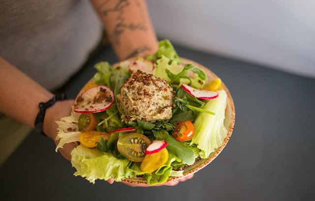 Everyday a different vegan salad! And it's included on the menu! Perfect for summertime. . . . . #saladoftheday #saladmenu #juicy #juicylisboa #lisboavegana #veglisboa #veraolisboa #veraolisboeta #summertime #restaurantevegetariano #restaurantesdelisboa #restaurantevegano