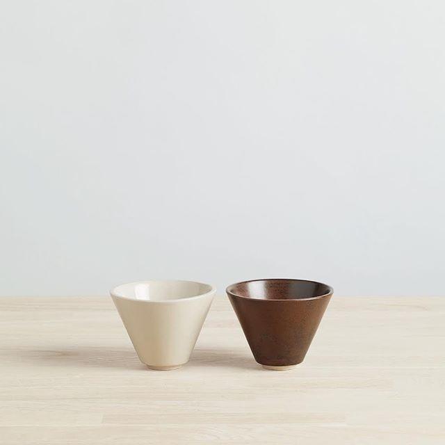 duo de tasses en grès blanc émaillé blanc cassé et brun. de retour à la boutique samedi prochain 😊 . . . . . #clay #ceramique #ceramics #handmade #glaze #keramika #faitmain #ハンドメイド #陶芸 #パリ#shoppingparis #boutiqueparis #paris11 #tasse #cups #handmadecup #potterycup #cup #cuplover #slowmaking #paris11eme