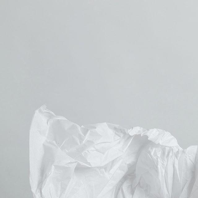 pour info il reste 180 jours avant Noël. autre info la boutique sera ouverte demain de 10h à 20h pour vous y prendre en avance cette année 🙊 😊 . . . . . . . #ceramicshop #handmade #giftideas #ideecadeau #clay #wrapping #papierdesoie #keramik #ceramica #faitmain #madeinfrance #madelocally #buylocal #acheterlocal #shoppingparis #pariscityguide #pariscityshopping