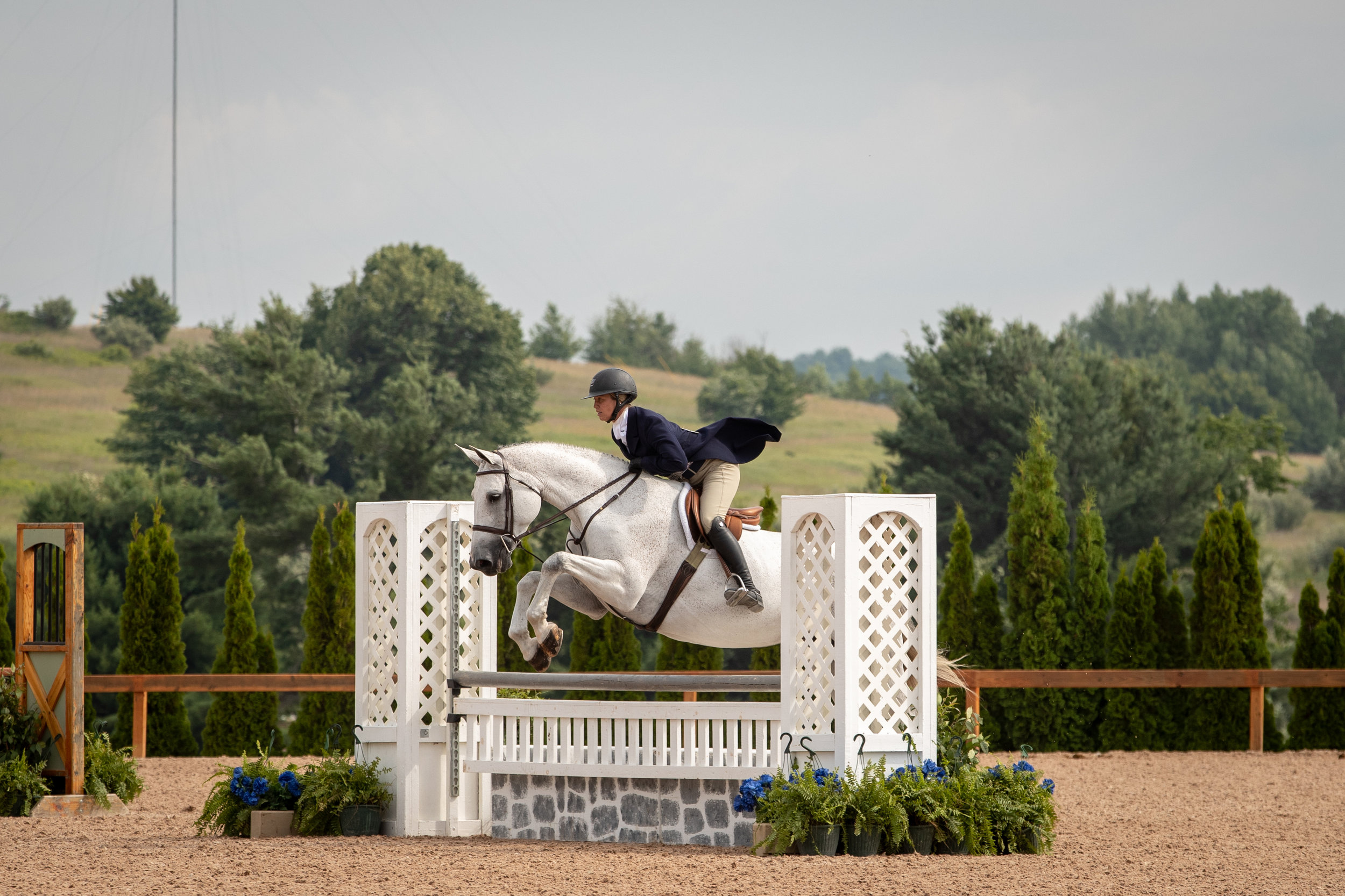 Caitlyn Shiels and  Cakewalk  finished sixth in the $5,000 USHJA National Hunter Derby.