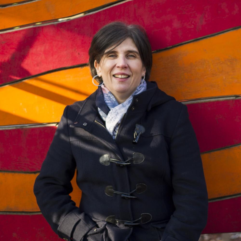 Marja Kemppainen   Marja Kemppainen hat eine Qualifikation als frühkindliche Erzieherin aus Finnaland und war die letzten 24 Jahre im International Childcare and Education Centre (ICEC) tätig. Sie ist stellvertretende Geschäftsführerin und arbeitet zudem in der Erwachsenenbildungsabteilung des ICEC. Ihr Fachgebiet ist die Arbeit mit Kindern mit sonderpädagogischem Förderbedarf. Marja spricht fließend Finnisch und Englisch, da sie zwar gebürtige Finnin, aber in London aufgewachen ist.