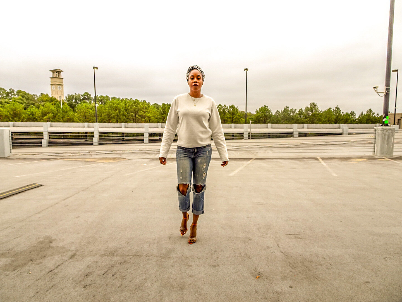 Headwrap: The Wrap Life Sweatshirt: Zara Jeans: American Eagle Boyfriend Jeans Shoes: Lilly's Kloset (2018) Necklace: H&M(2018)