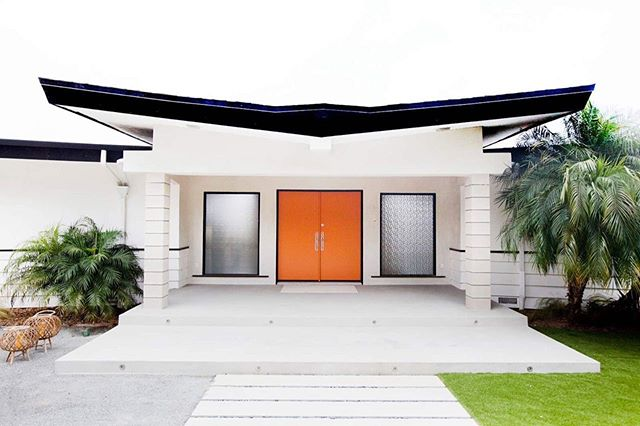 Who loves an Orange door?! This gem of a home is amongst us...in Cardiff. • You can see the butterfly roof off the 5! I'm a sucker for Mid Century modern homes especially when it's ala William Krisel design- in our hood and I got to restore (and keep) most of its original charm! • #underthebutteryflyroof #1962 #williamkrisel #cindycoursondesign #benjaminmoore #midcenturymodern  #butterflyroof