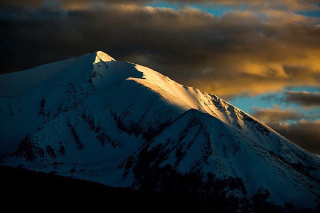 Last light on one of the many beautiful faces of Mount Sopris. This mountain sits above Carbondale, Colorado and has more vertical relief (valley floor to summit) than any other mountain in Colorado. This place is also packed with insanely beautiful places to elope. While I'm always psyched to travel, I'm proud to call Carbondale, Colorado home. 📸 @carlzoch #elopeinstead