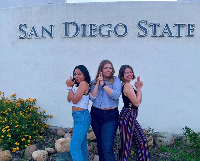 wE aRe oFfiCiaLly ~~sEniOrS~~ ✨💸🤩😤🔫
