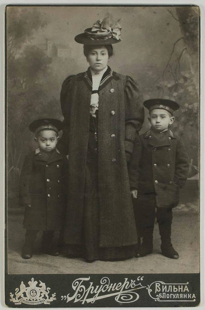My grandfather (on the left) and my great grandmother (in the middle)  ★Taken in the early 1900s