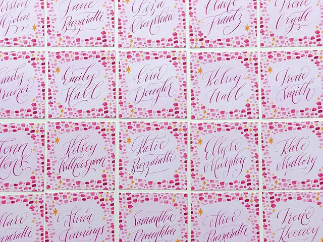 Fun little squares packin' a punch! Happy Friday!! #colormehappy #dailydoseofpaper #moderncalligraphy #soloverly #prettypaper #weddinginspo #abmlifeiscolorful #abmlifeissweet #stylemepretty #happysquares