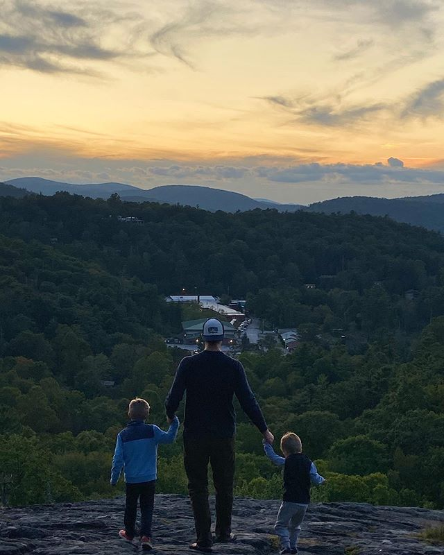 Raisin' them right. 🏔🍁 #highlandsnc #fall #fallbreak #sltravels #sunsetrock