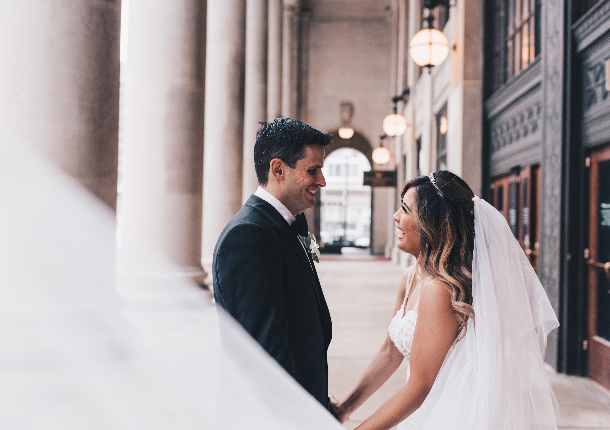 Chicago Bride and Groom Photos, Chicago Wedding, Chicago Wedding Photographer, Chicago Elopement Photographer, Chicago Bride and Groom Photos, Union Station, Union Station Wedding Photos