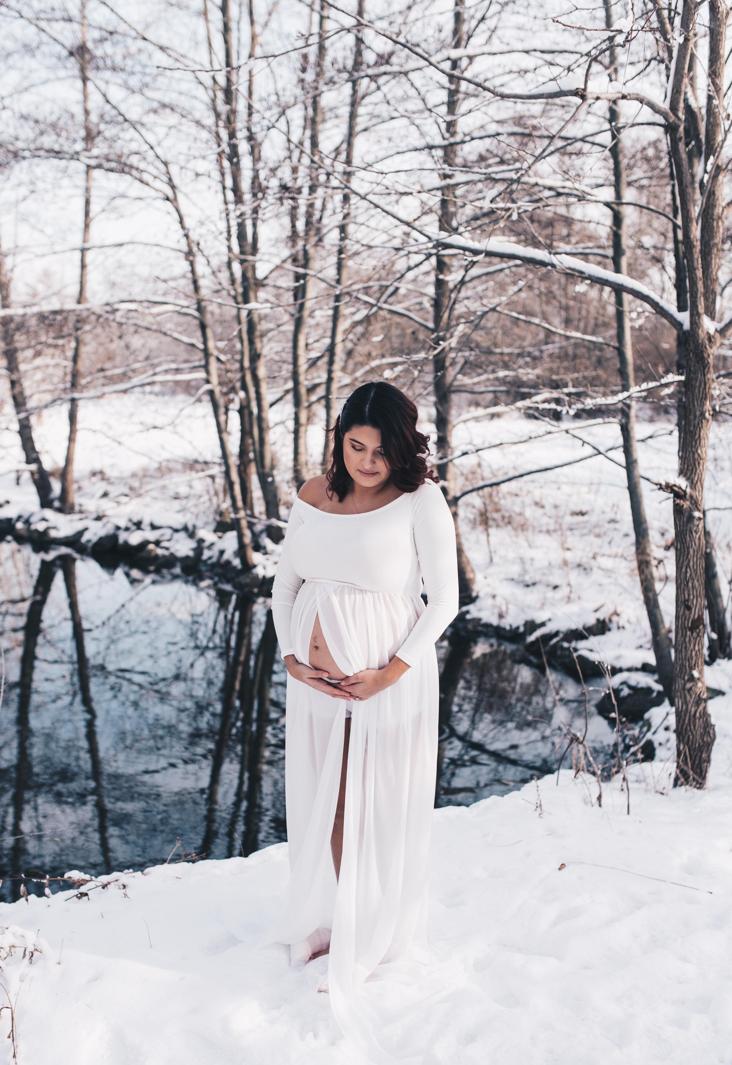 Outdoor Winter Maternity Session Julia Maruyama Photography I Illinois Wedding Photographer