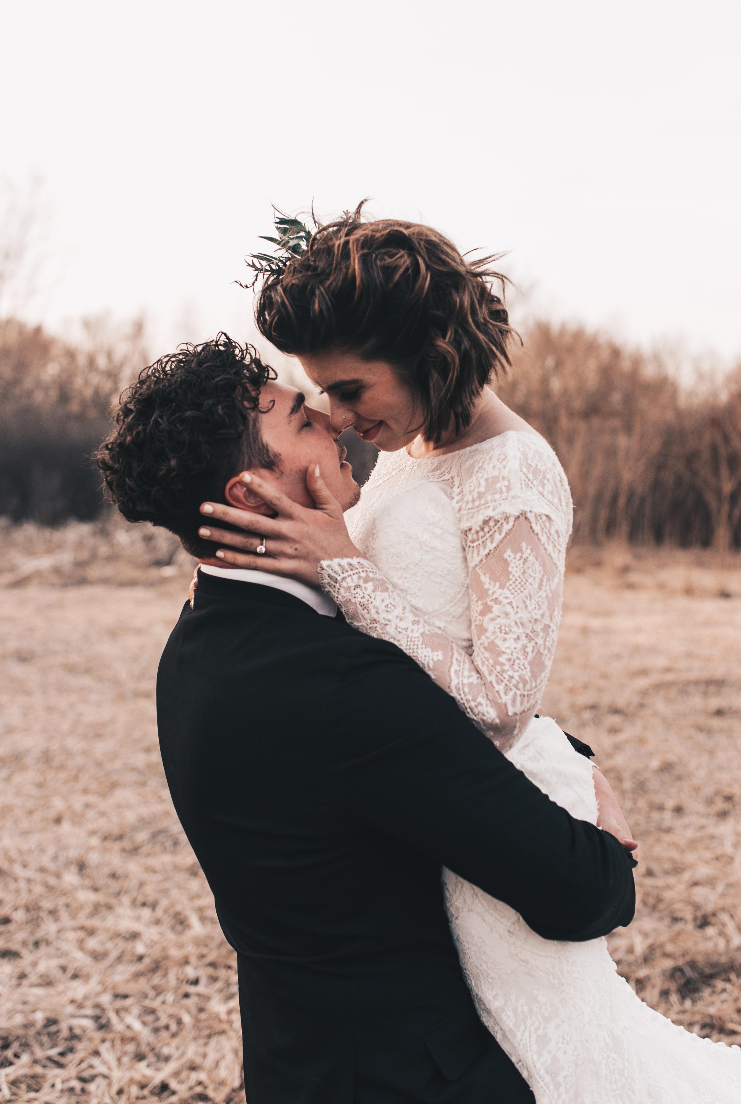 Wedding photography, elopement, adventurous elopement, boho bride, outdoor vow renewal, boho elopement picnic, outdoor wedding, midwest elopement, elopement pictures