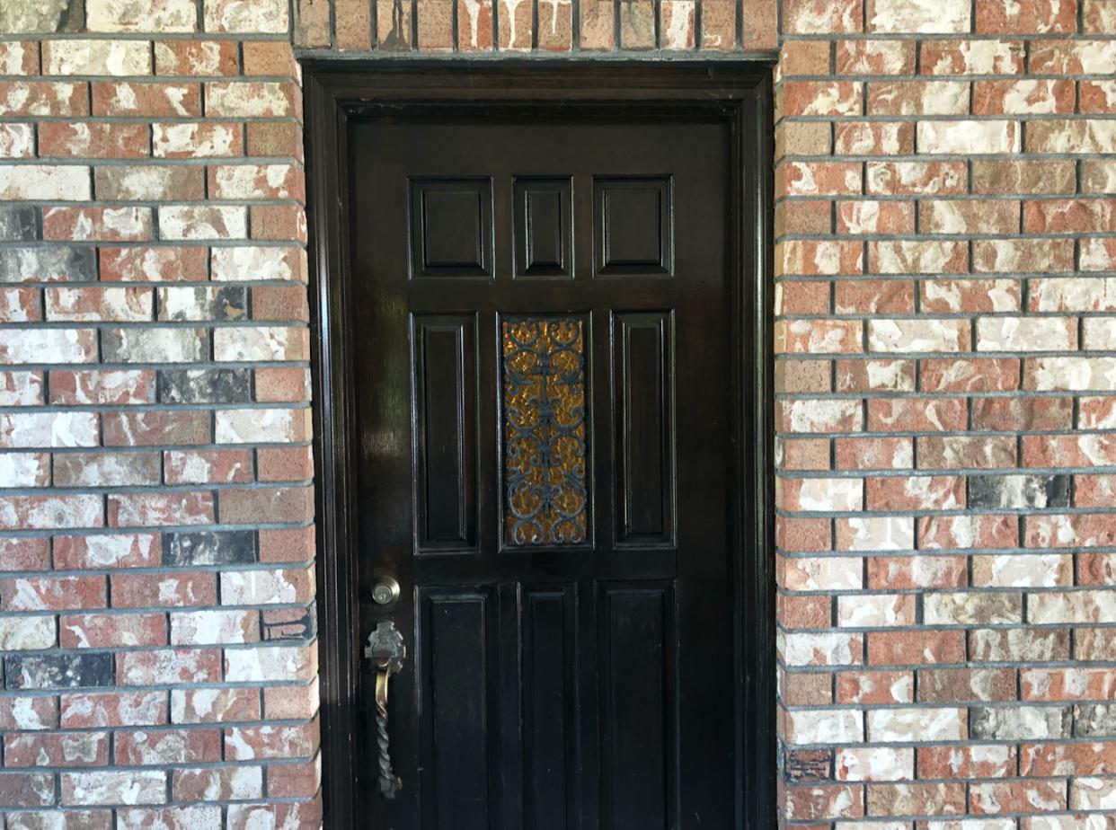 5.1 - FRONT DOOR.jpg