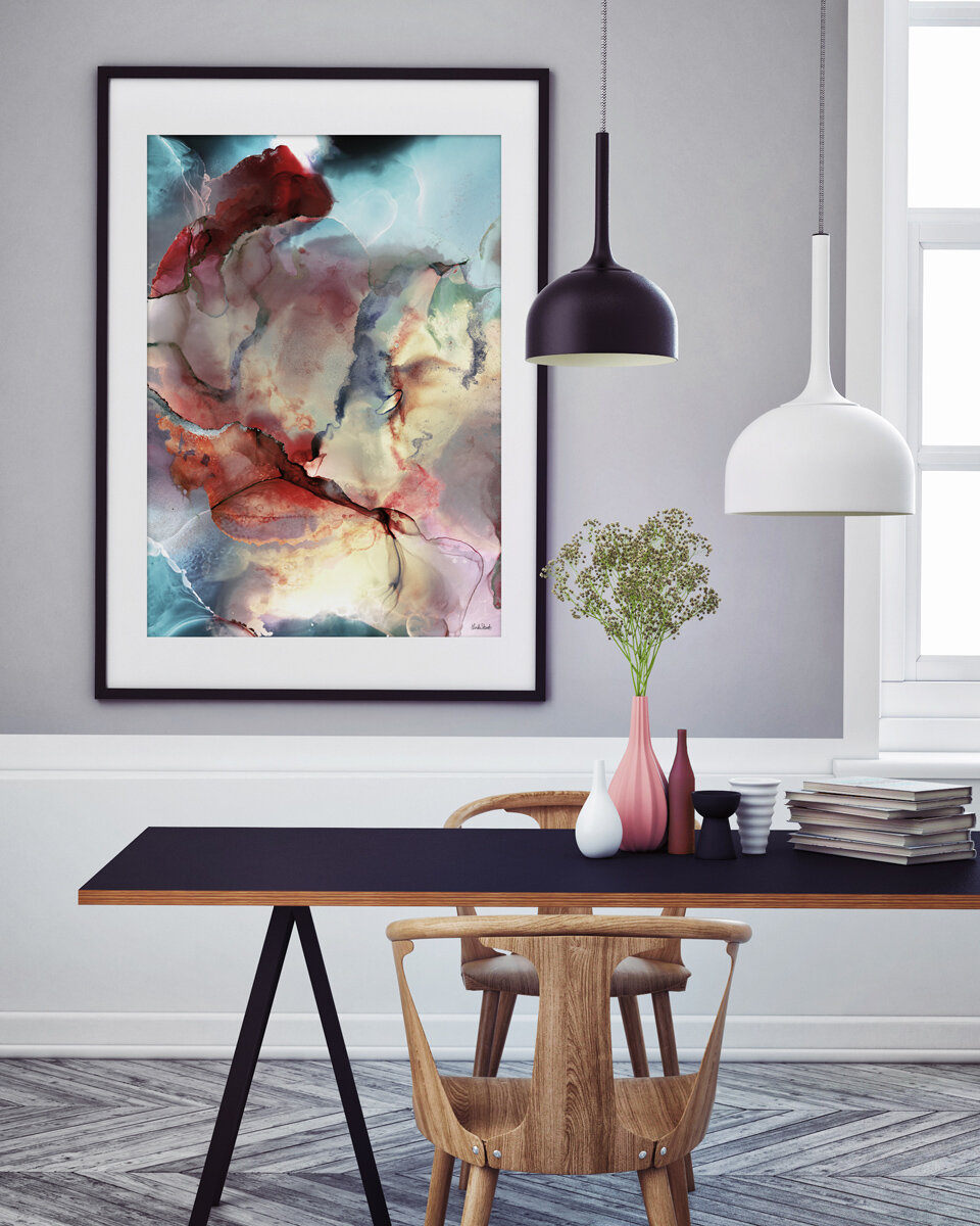 En rosa vase med litt blomster på bordet kan gjøre underverker for stemningen.