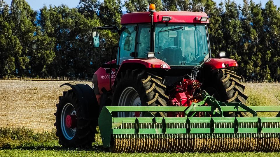 tractor-1748636_960_720.jpg