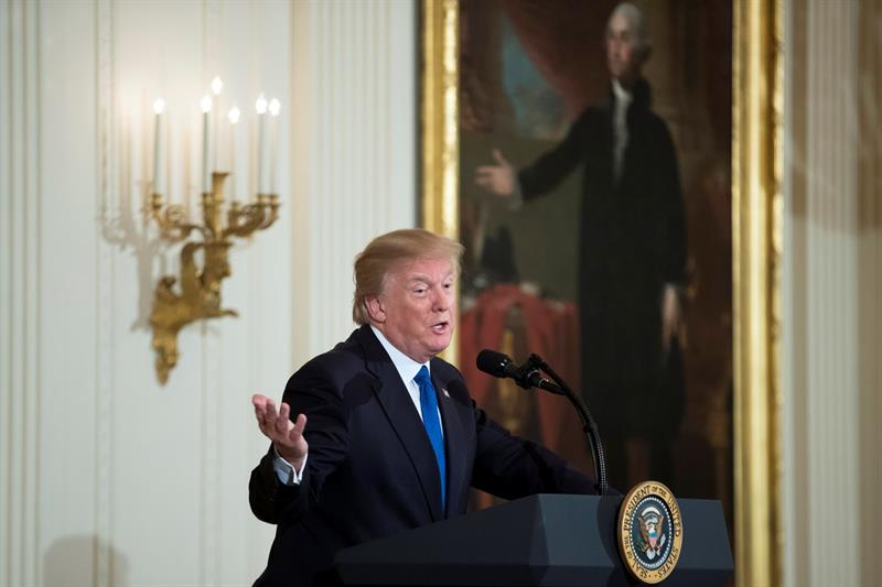 Trump apoya una vía a la ciudadanía para indocumentados a cambio de fondos para el muro .jpg