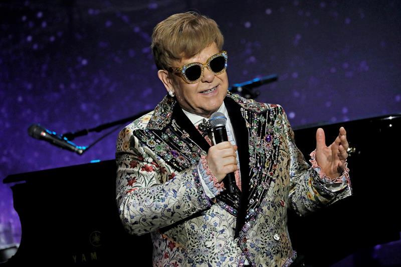 Elton John dice que %22el príncipe Enrique está totalmente enamorado%22 .jpg