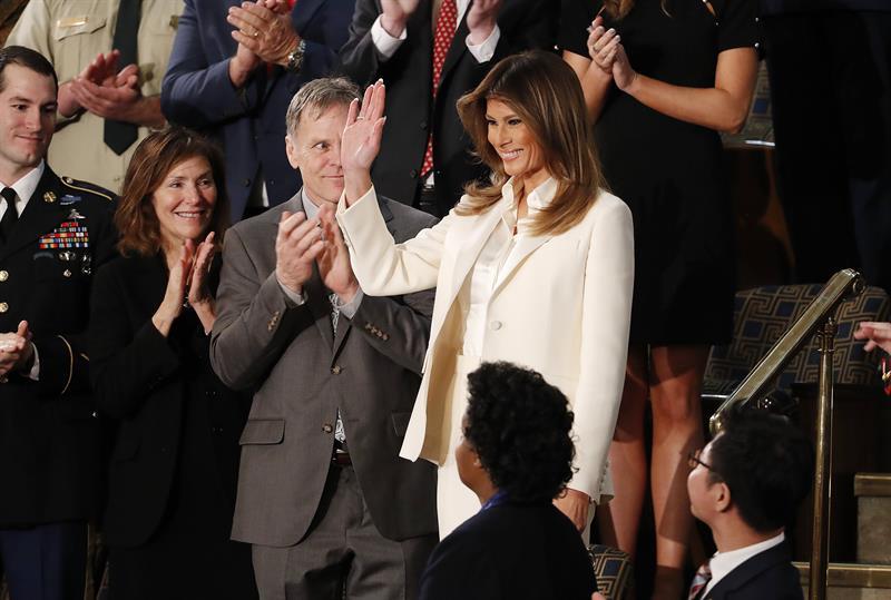Melania Trump rompe con la tradición y llega por su cuenta al Congreso .jpg