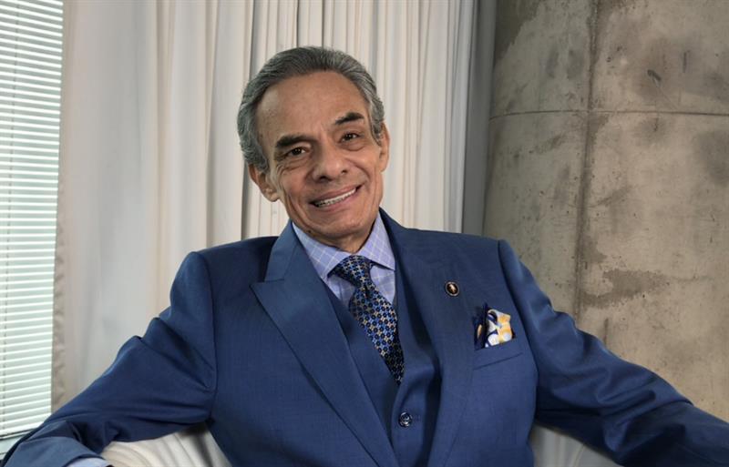 El cantante mexicano José José abandona el hospital tras 20 días internado .jpg