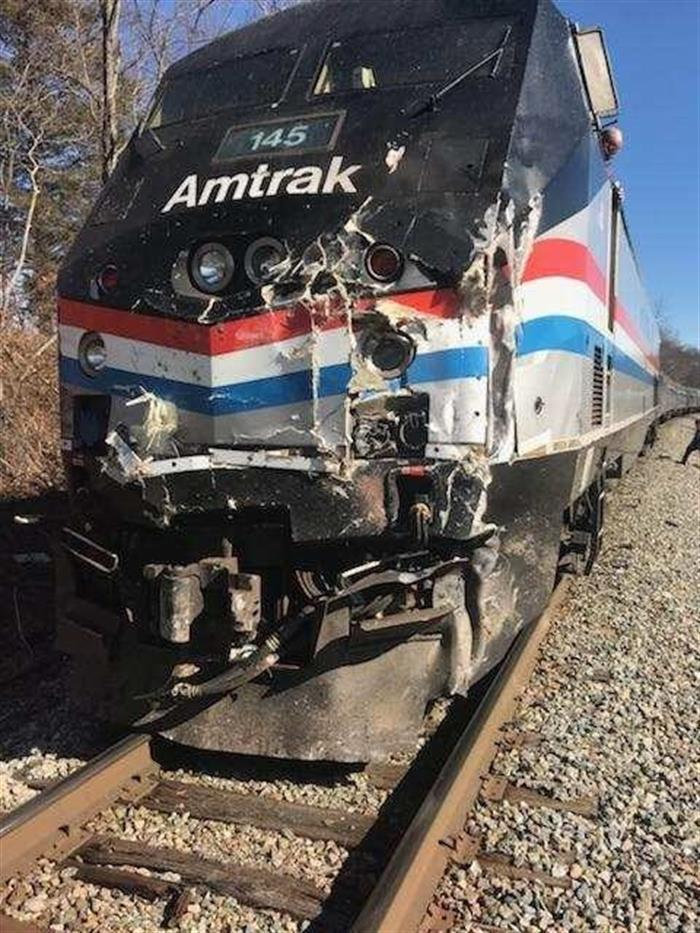Un muerto tras un choque de un tren con legisladores republicanos a bordo en EE.UU. 3.jpg