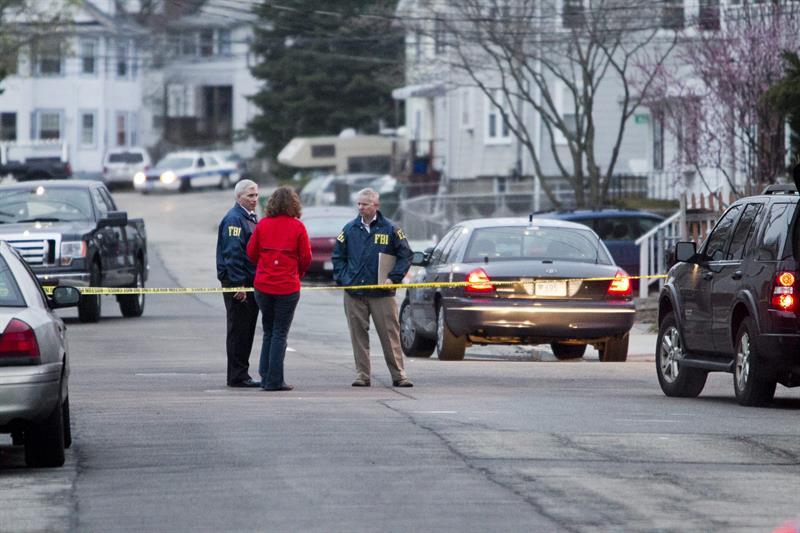 Un agente de la policía muerto y otros dos heridos deja un tiroteo en EE.UU. .jpg
