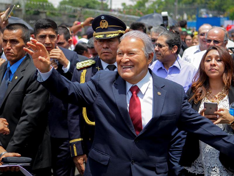 El presidente salvadoreño hará cambios en su Gobierno por la debacle electoral del FMLN .jpg
