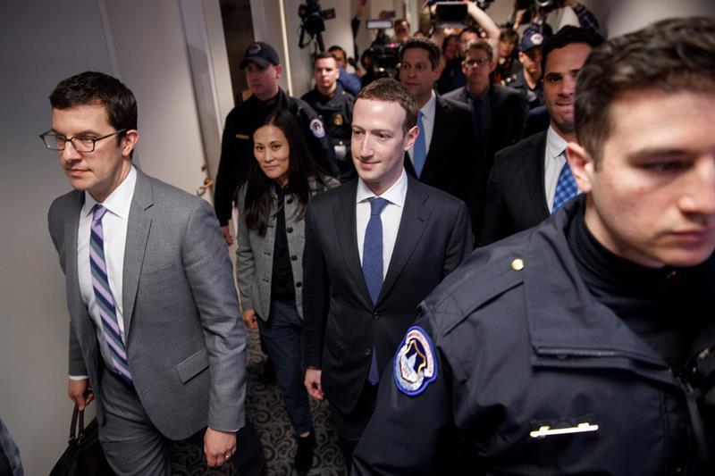 Mark Zuckerberg apura su %22entrenamiento%22 para pedir perdón al Congreso de los EE.UU. .jpg