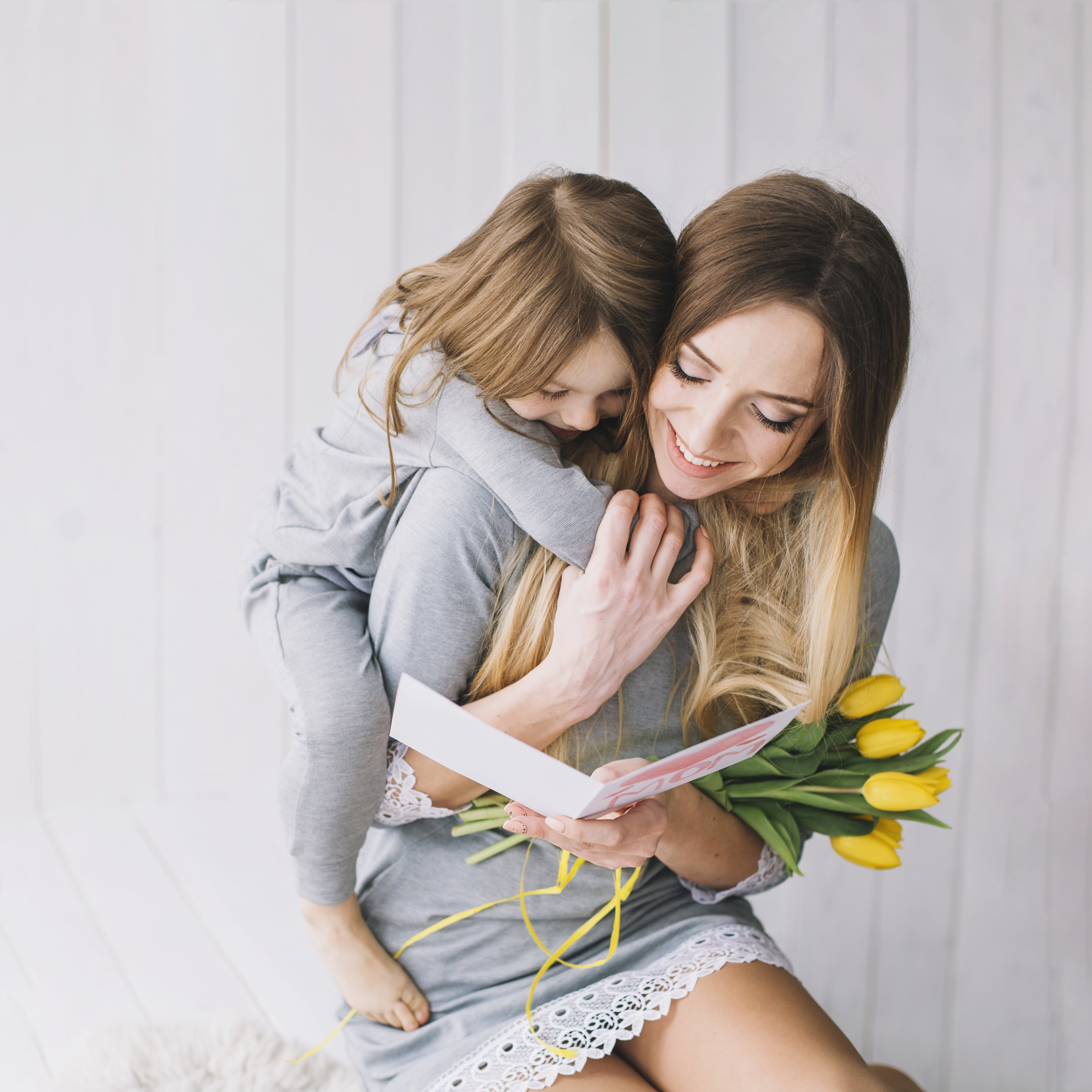 un abrazo a mamá.jpg