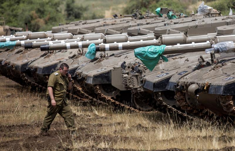 Israel ataca docenas de objetivos iraníes en Siria tras el disparo de cohetes.jpg