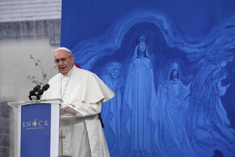 """El Vaticano aclara por qué eliminó """"psiquiatría"""" de un respuesta del papa sobre niños homosexuales El papa Francisco ."""