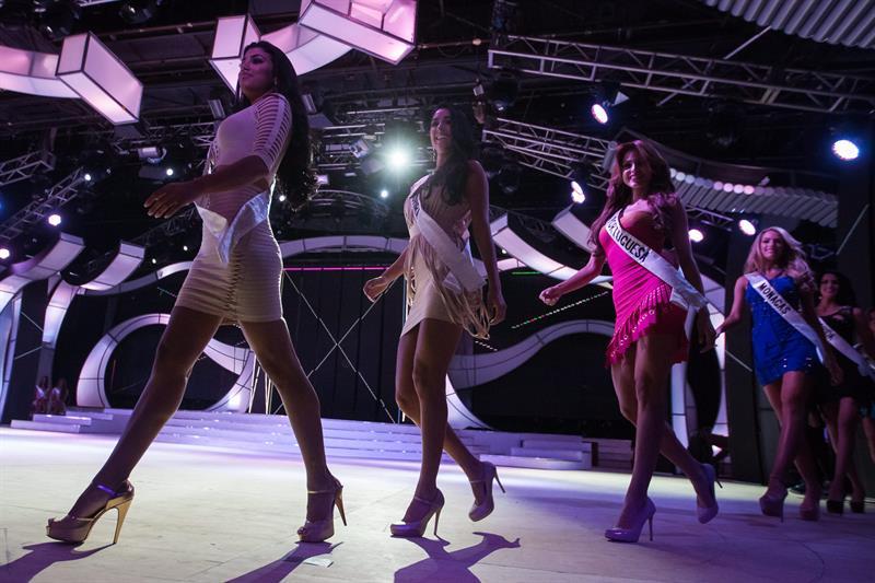 Solo este año una decena de venezolanas se inscribió en certámenes de belleza en varios países, a donde llegaron huyendo de la severa crisis económica de su lugar de origen, y haciendo uso de sus dobles nacionalidades, un rasgo común en la Venezuela que fue receptora de millones de inmigrantes hasta la década pasada.