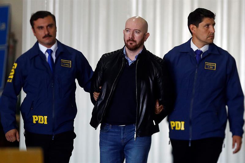 El falso economista extraditado desde Rumanía es declarado culpable de 29 estafas en Chile Rafael Garay (c), falso economista que fue extraditado desde Rumanía.