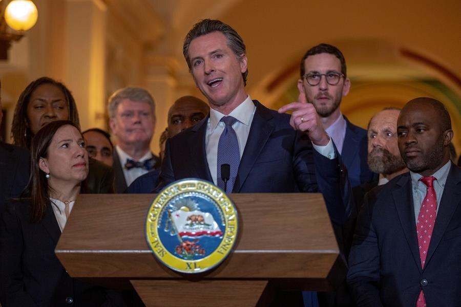 gobernador de California, el demócrata Gavin Newsom .jpg