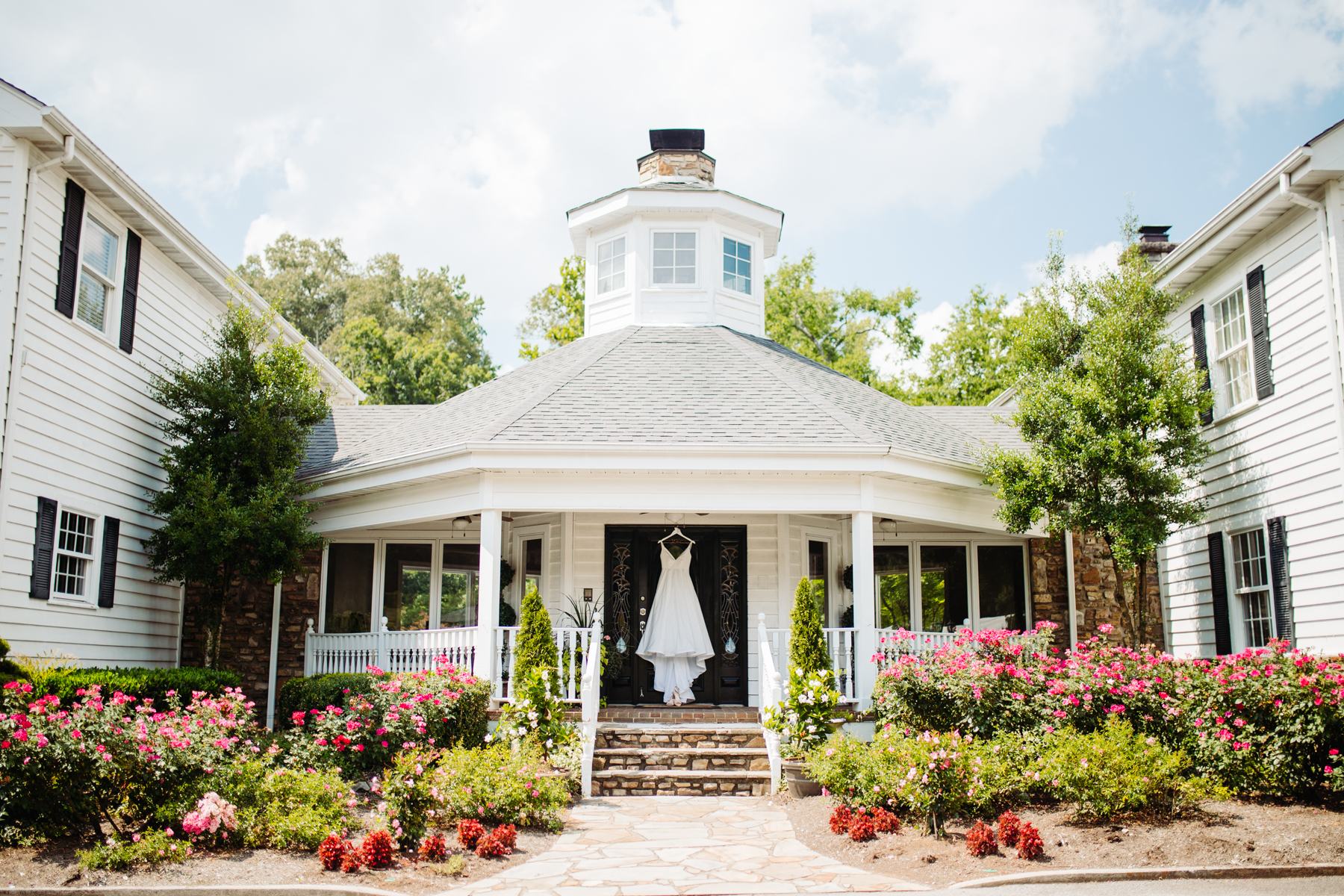 Sunny summer wedding at Dara's Garden in Knoxville, Tennessee