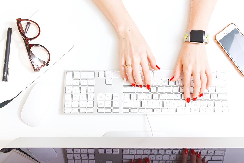 verb-social-media-writing-career-job-hire-intern-writer-web-design-graphic-logo-branding-marketing