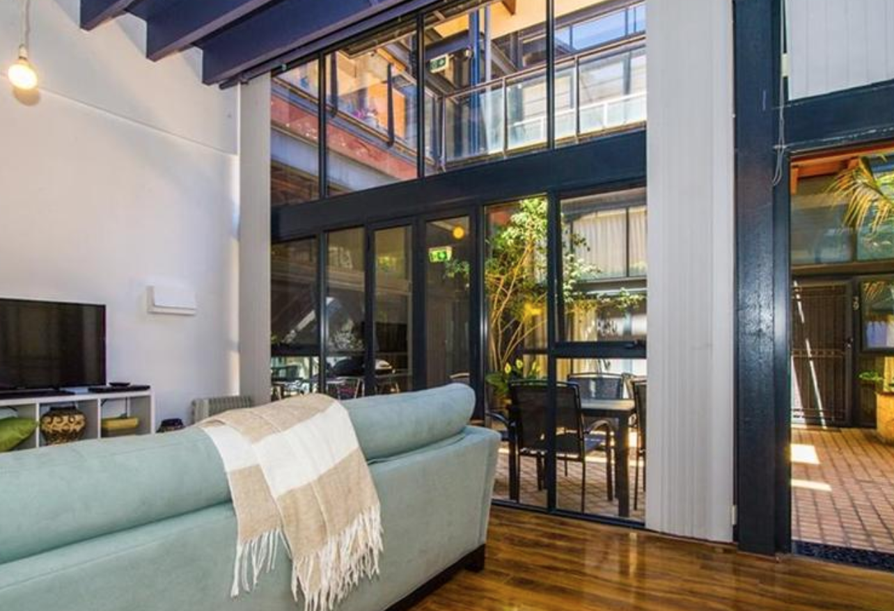 Perth: one bedroom, huge living area