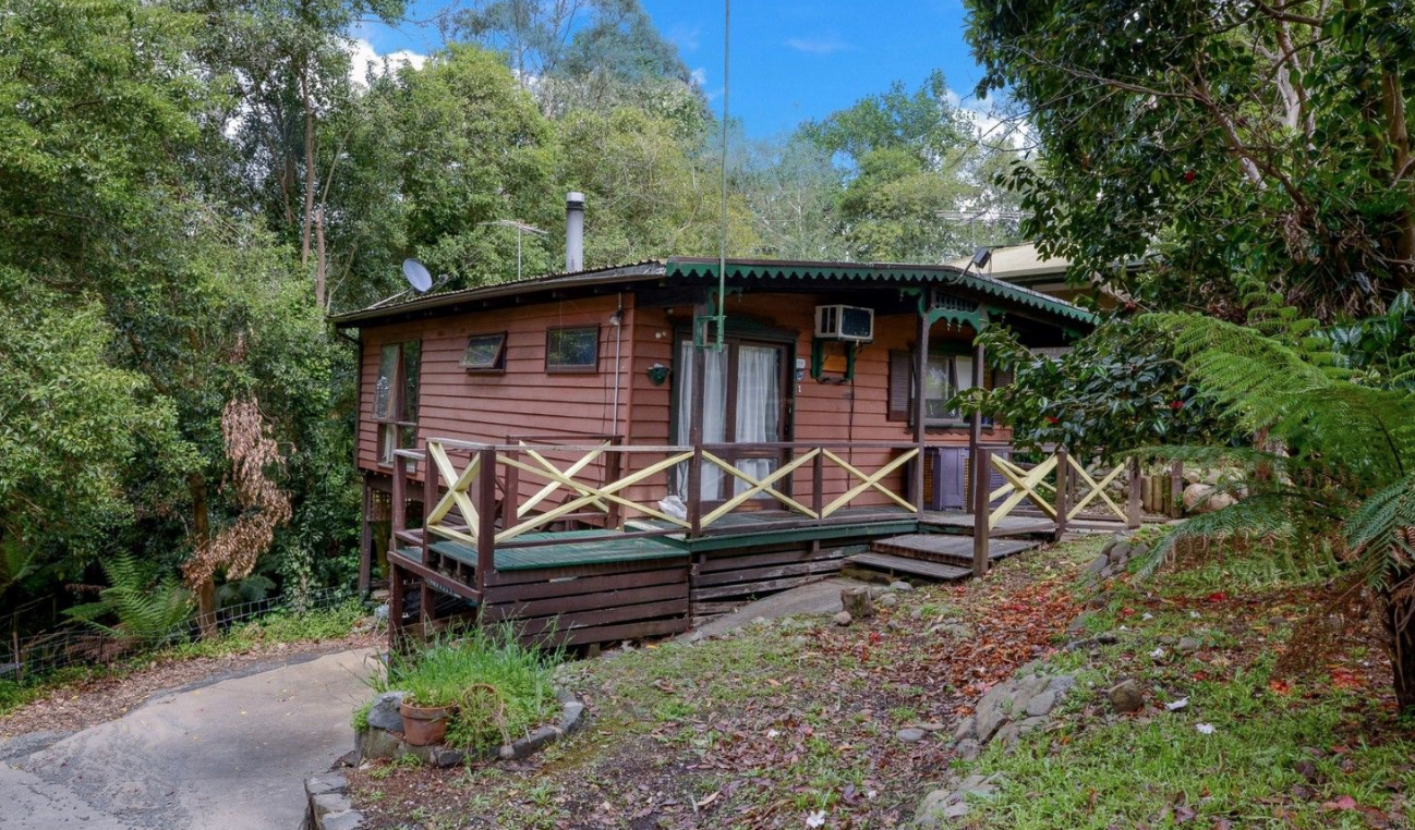 Get your hands on  this $300,000 fixer-upper,  located in Victoria's Yarra Ranges