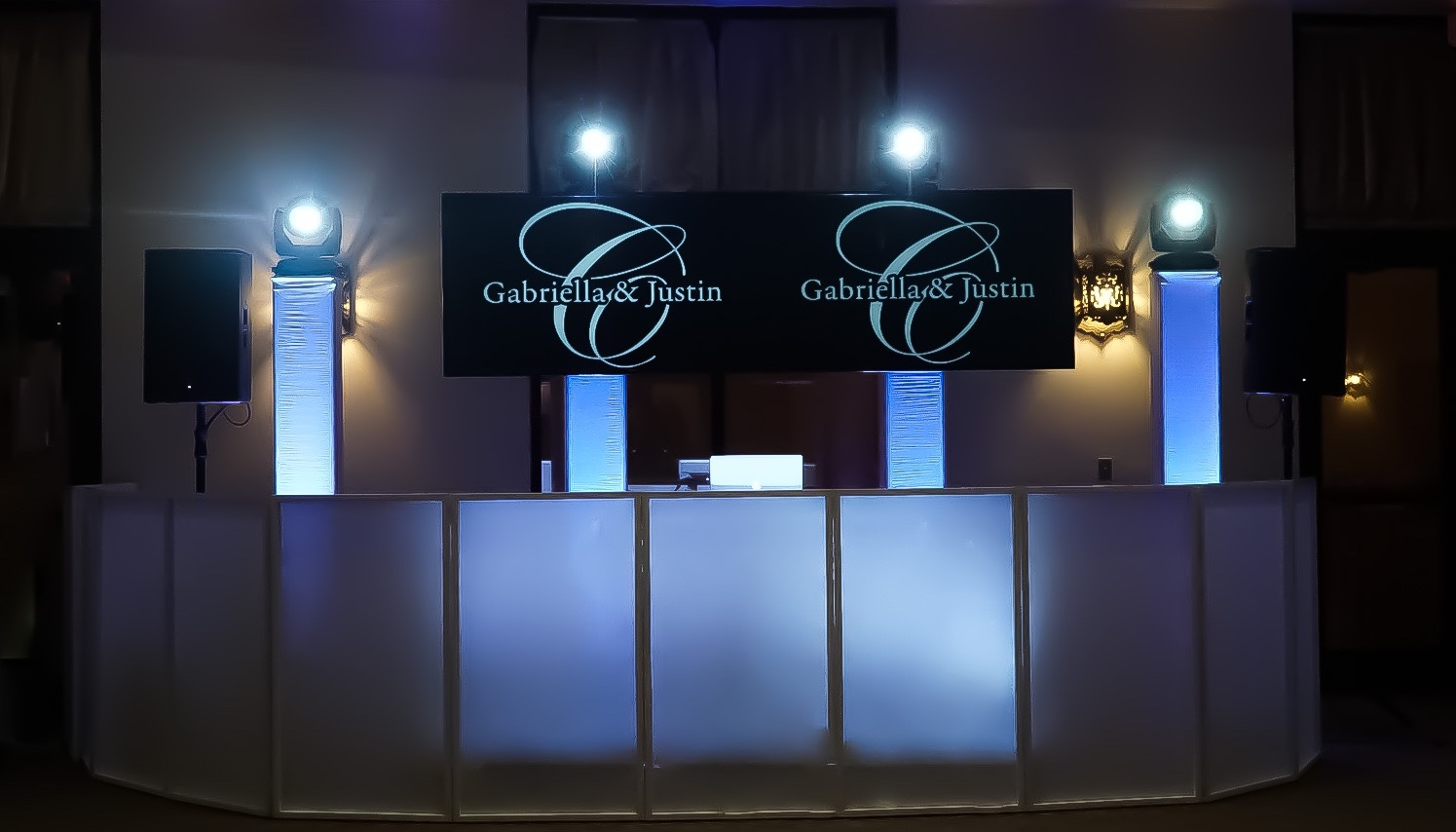 MEDIA DISPLAY SCREENS - From Monogram Displays to Slideshows our media screens are the perfect way to add a visual and personal touch to your special day.