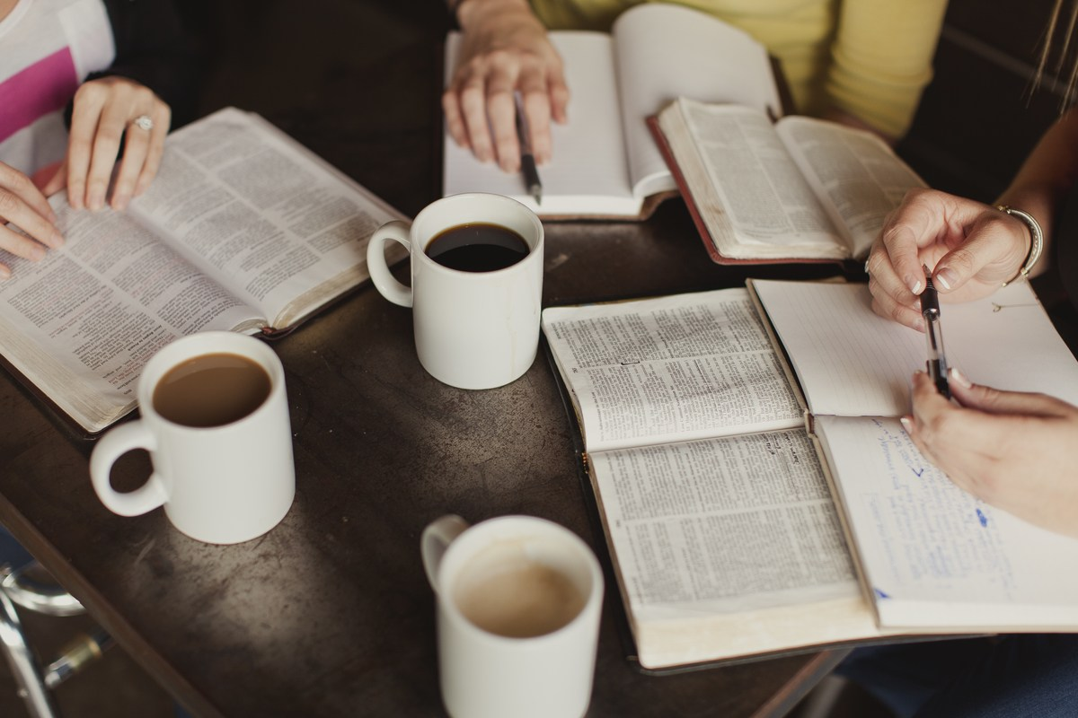 กลุ่มแคร์  (กลุ่มศึกษาพระคัมภีร์ระหว่างสัปดาห์)  เรามีกิจกรรมระหว่างสัปดาห์ที่ช่วยเสริมสร้างความเชื่อและความเข้าใจในการเดินกับพระเจ้า คือกลุ่มแคร์ หรือกลุ่มศึกษาพระคัมภีร์ร่วมกัน ชีวิตคริสเตียนไม่สามารถดำเนินไปด้วยความเชื่อได้ถ้าขาดความเข้าใจในพระคำพระเจ้า ชีวิตจะรับการเสริมสร้าง เปลี่ยนแปลงและรับพระพรเมื่อมากลุ่มแคร์