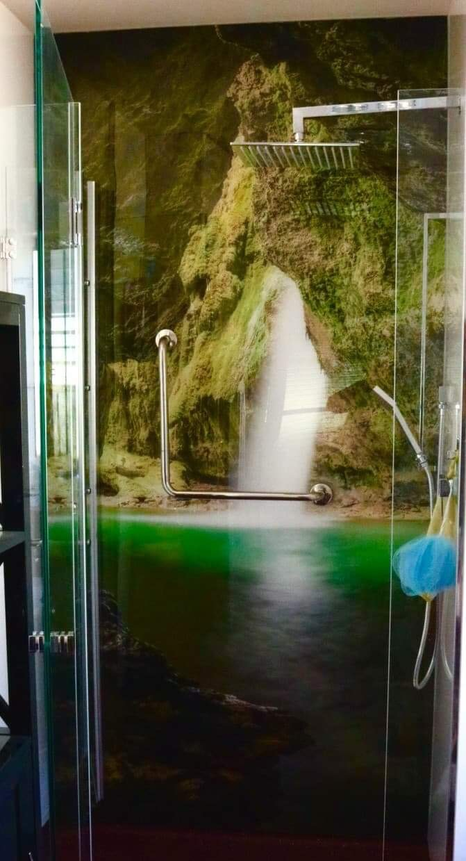 Shower printed acrylic splashback