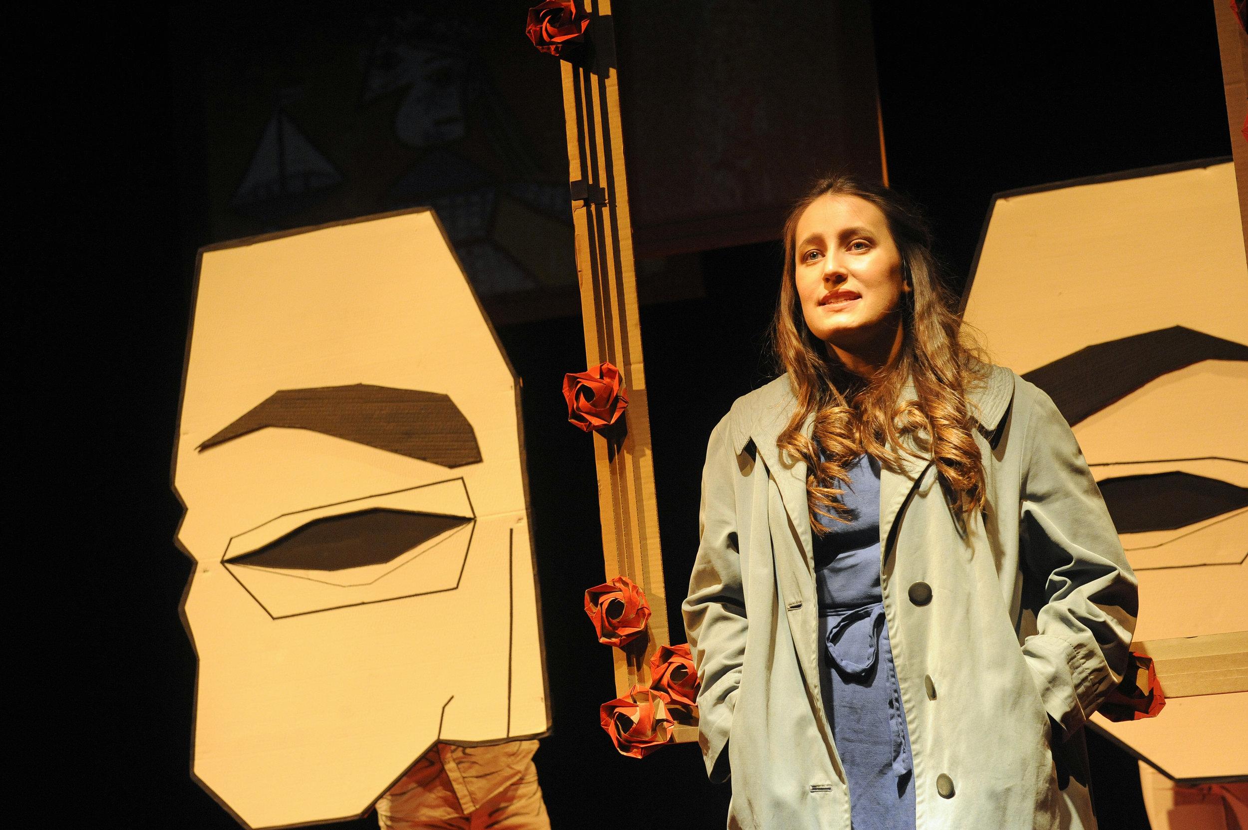 vorn: Lena Hilsdorf; Hinter der Maske: Karin Herrmann, Simon Buchegger