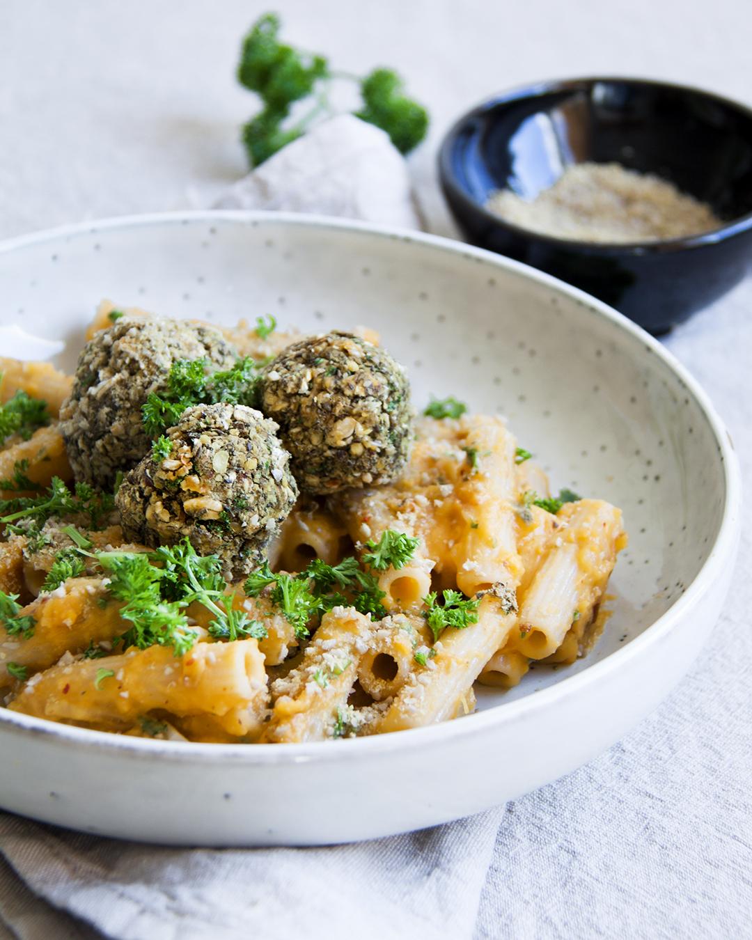 pasta-zoeteaardappelsaus-linzenballetjes-vegan-whole-foods-olievrij-glutenvrije-optie.jpg