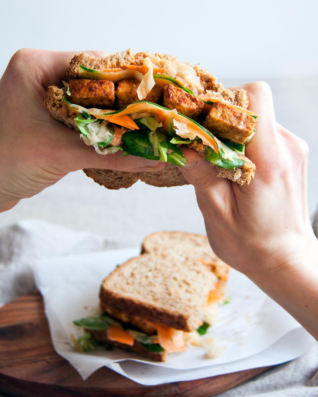tempeh-reuben-sandwich-vegan-whole-foods-olievrij-01.jpg