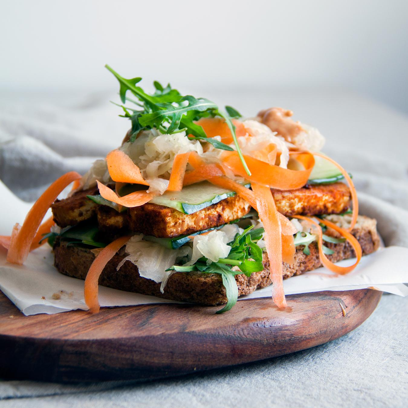 tempeh-reuben-sandwich-vegan-whole-foods-olievrij-02.jpg
