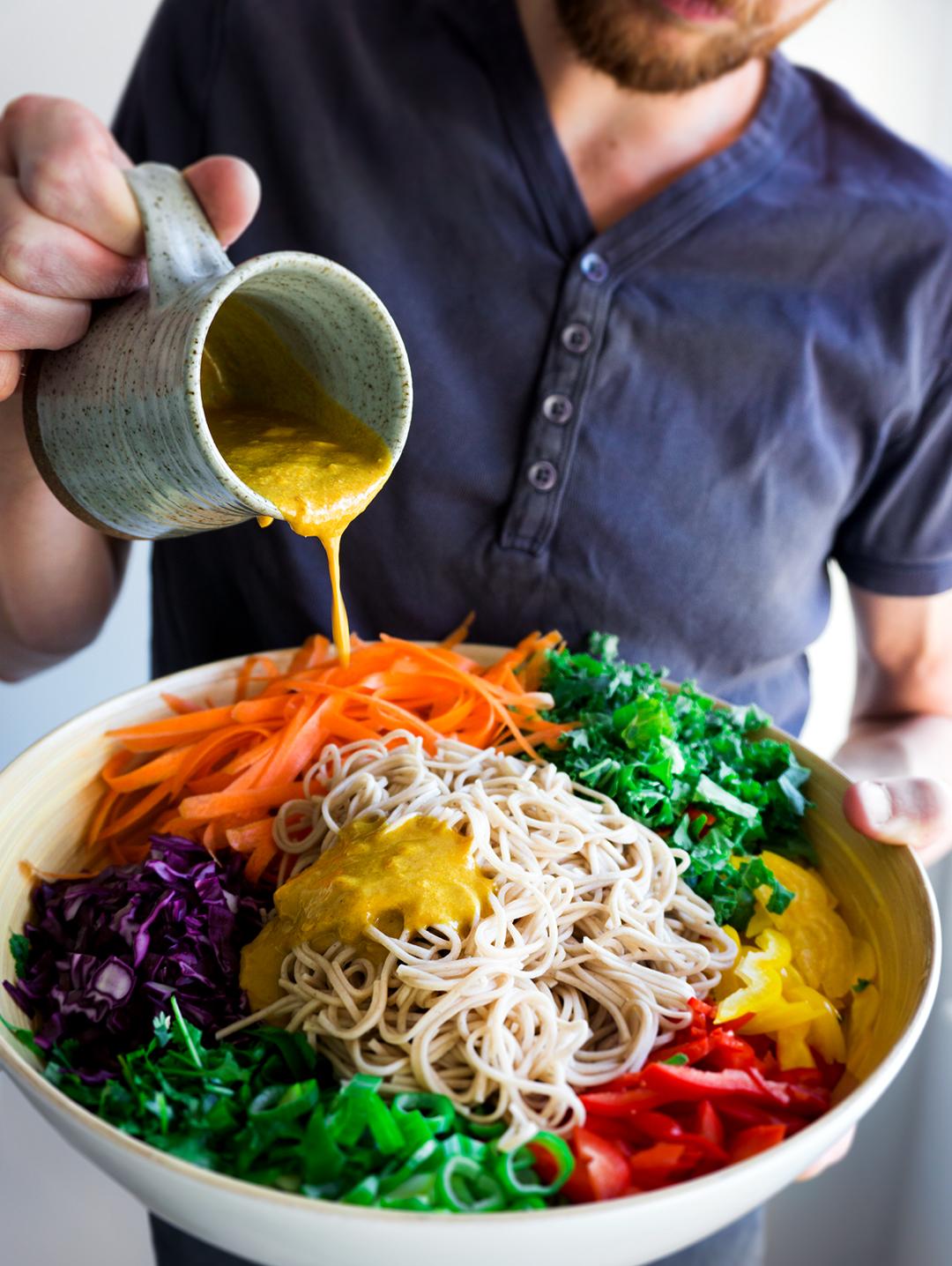 thaise-noedelsalade-olievrije-kerriedressing-vegan-whole-foods-suikervrij-glutenvrije-optie-01.jpg